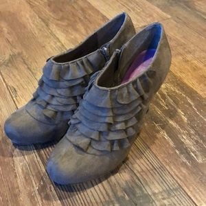 Madden Girl Taupe Ruffle Bootie Ankle Boot 10